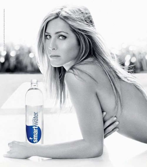 Topless Jennifer Aniston